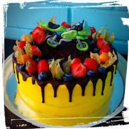 Торт с мотоциклом и фруктами_1