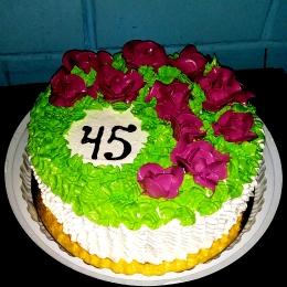Торт кремовый с розами_1