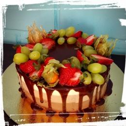 Торт с фруктами Три шоколада_1
