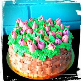 Торт кремовый Корзина с тюльпанами_1