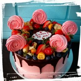 Торт без мастики с фруктами и безе_1