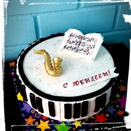 Торт с саксофоном_1